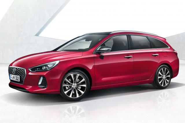 2017 Hyundai i30 Tourer - front, red