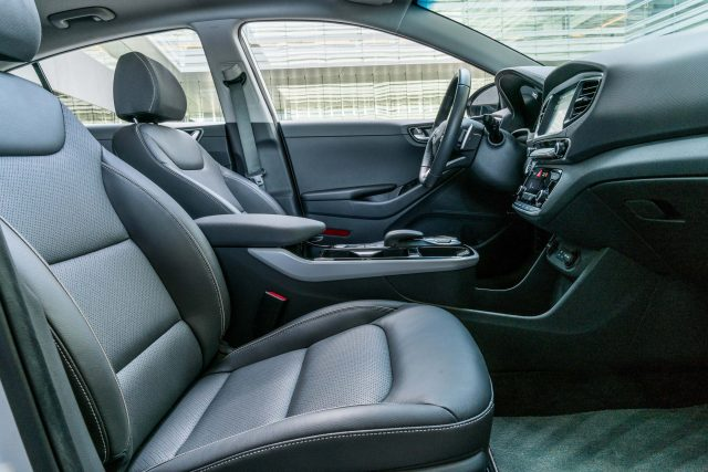 2017 Hyundai Ioniq Electric - front seats