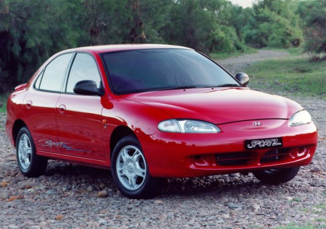 1995-1998 Hyundai Lantra - front, red