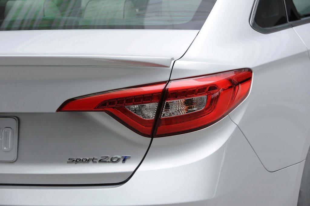2015 Hyundai Sonata 2.0T - taillight