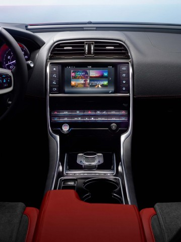 Jaguar XE S - InCommand and centre stack