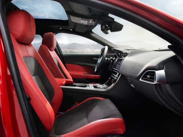 Jaguar XE S - front seats