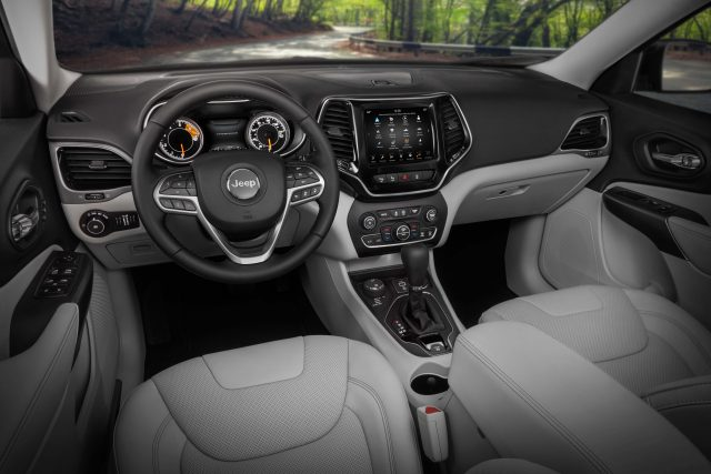 2019 Jeep Cherokee facelift - interior, two tone, silver, dashboard