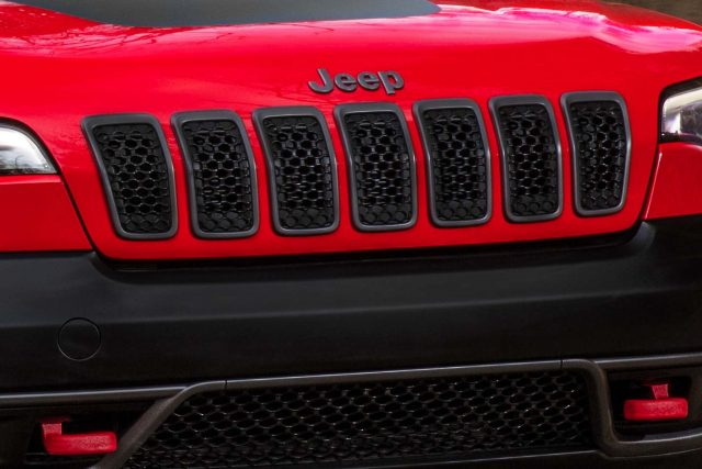 2019 Jeep Cherokee facelift - new black Trailhawk grille