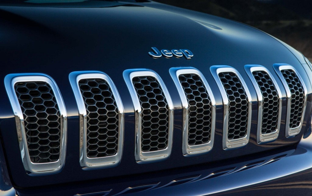 2014 Jeep Cherokee Limited - half slanted grille