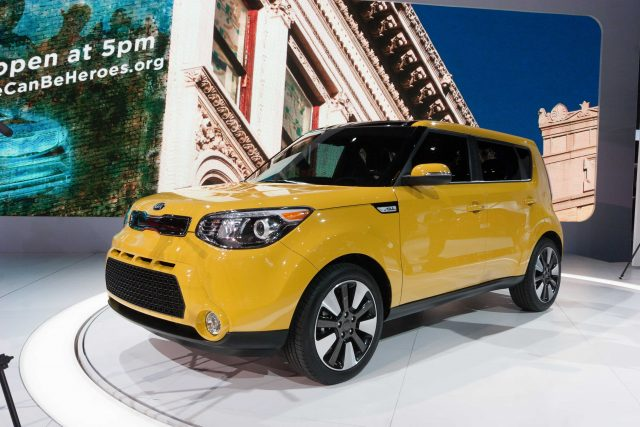 PS Kia Soul - front, yellow, on stage