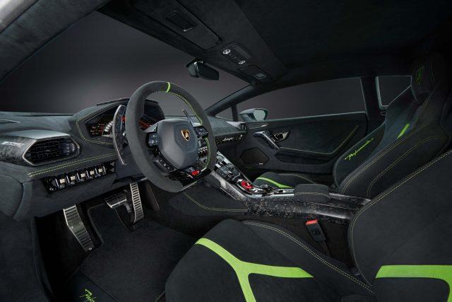 Lamborghini Huracan Performante - front seats