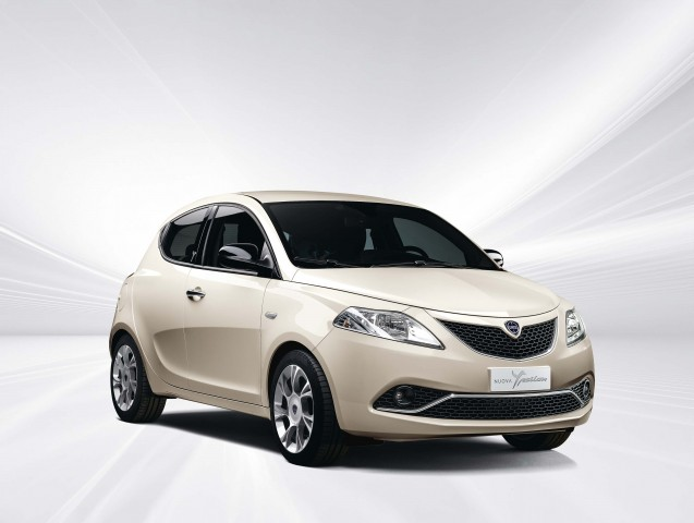 Lancia Ypsilon Nuova Facelift Optional 5 Inch Uconnect Between