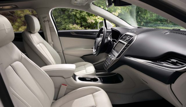 2019 Lincoln MKC facelift - front seats