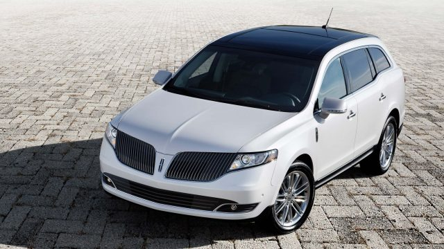 2013 Lincoln MKT - front, white
