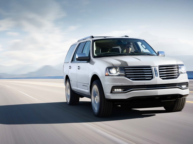 2014 Lincoln Navigator facelift - front, white