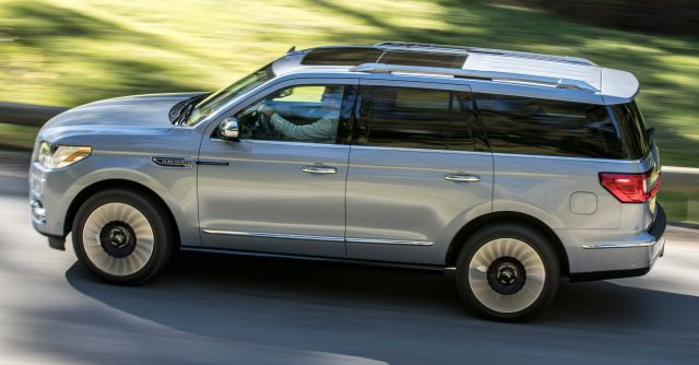 2018 Lincoln Navigator - side