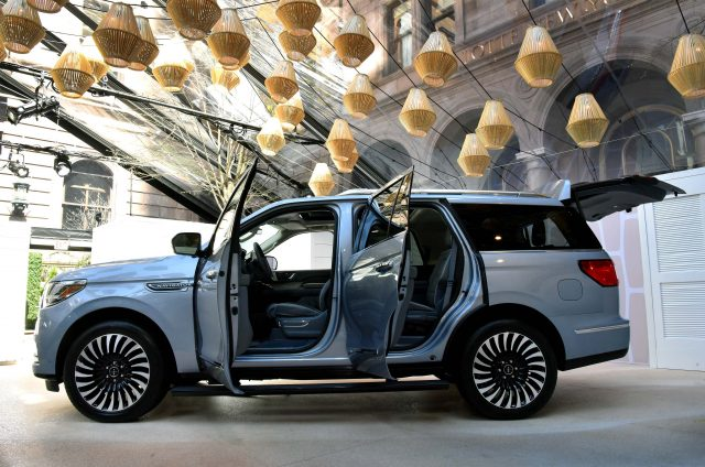 2018 Lincoln Navigator - side, doors and tailgate open