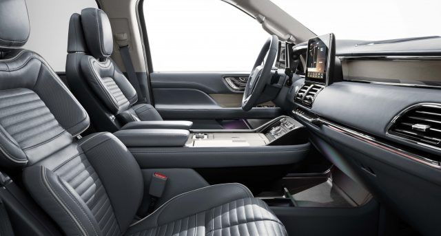 2018 Lincoln Navigator - front seats
