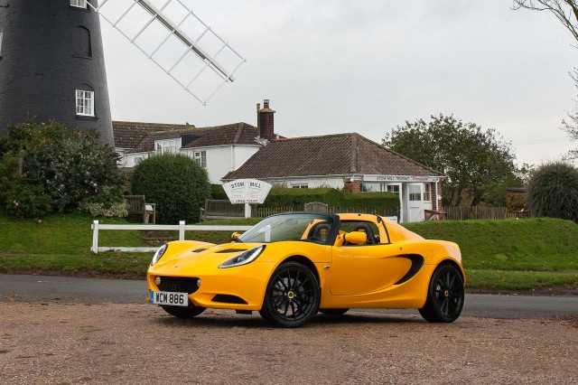 2015 Lotus Elise Sport - front