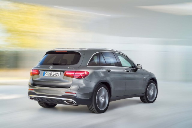 X253 Mercedes-Benz GLC350e 4Matic Edition 1 - rear, action