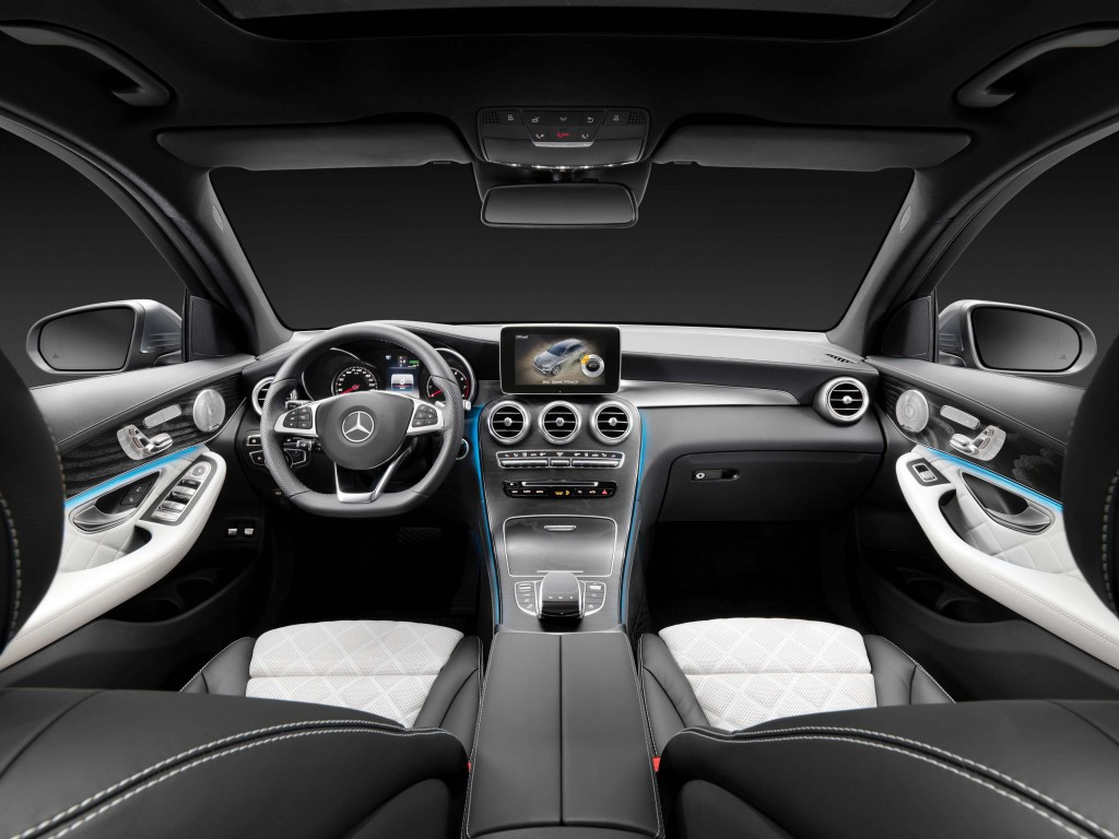 X253 Mercedes-Benz GLC350e 4Matic Edition 1 - interior, black and white leather