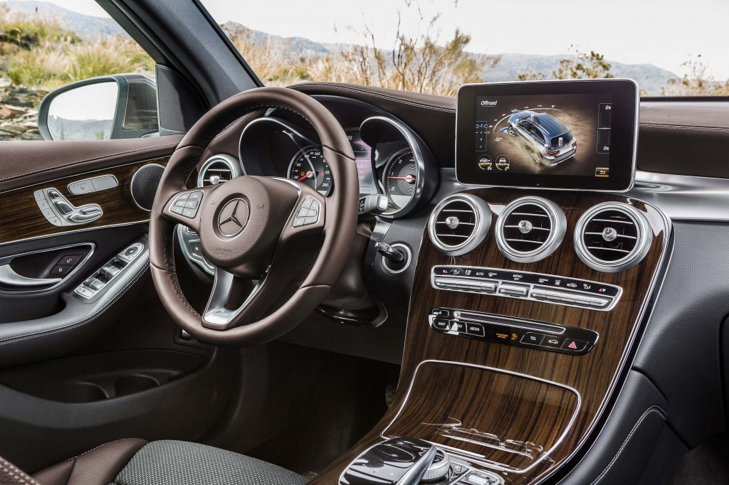 X253 Mercedes-Benz GLC220d 4Matic - dashboard, wood trim