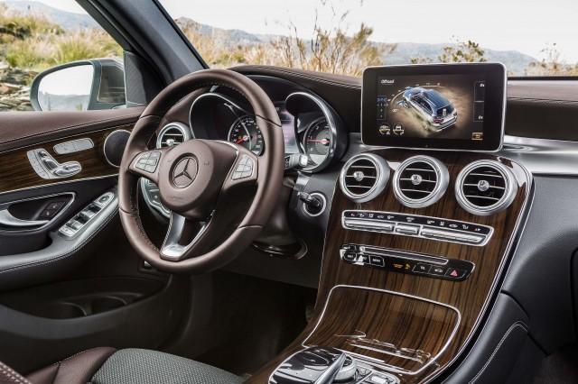 X253 Mercedes-Benz GLC220d 4Matic - dashboard, wood trim