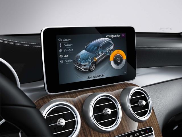 X253 Mercedes-Benz GLC - infotainment screen