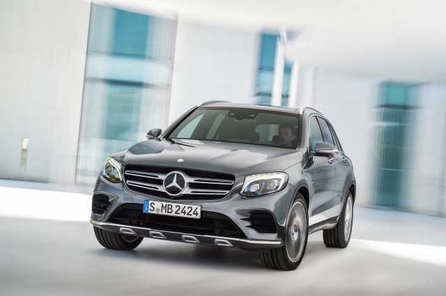 X253 Mercedes-Benz GLC350e 4Matic Edition 1 - front, action