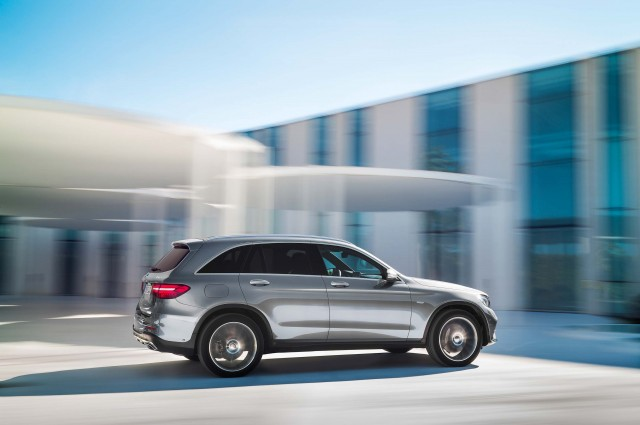 X253 Mercedes-Benz GLC350e 4Matic Edition 1 - driving
