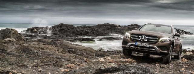 X253 Mercedes-Benz GLC220d 4Matic - clambering over rocks overlooking the ocean