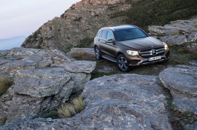 X253 Mercedes-Benz GLC220d 4Matic - on rocks