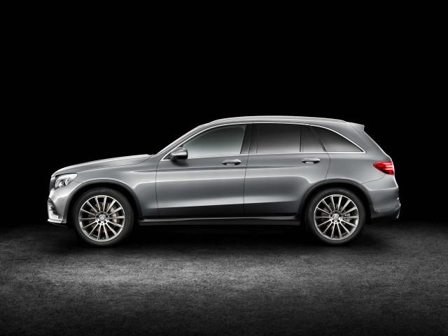 X253 Mercedes-Benz GLC350e 4Matic Edition 1 - side, studio