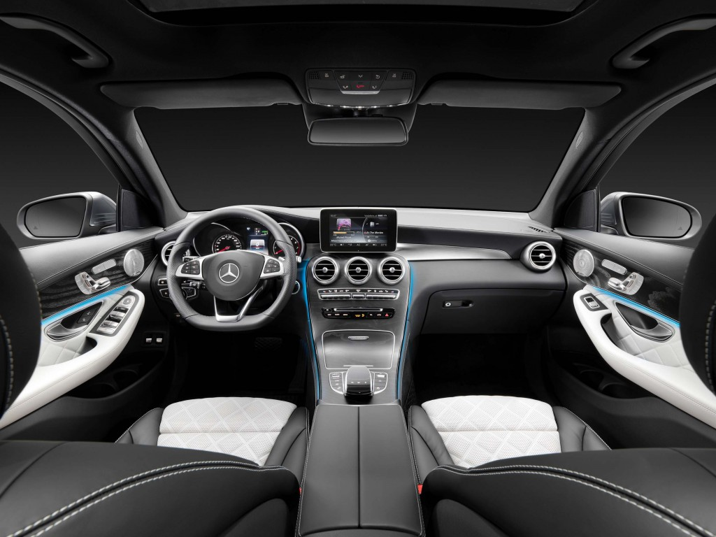 X253 Mercedes-Benz GLC350e 4Matic Edition 1 - dashboard