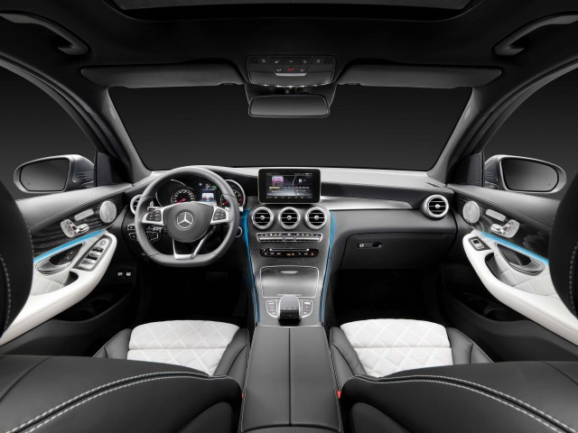 X253 Mercedes-Benz GLC350e 4Matic Edition 1 - dashboard