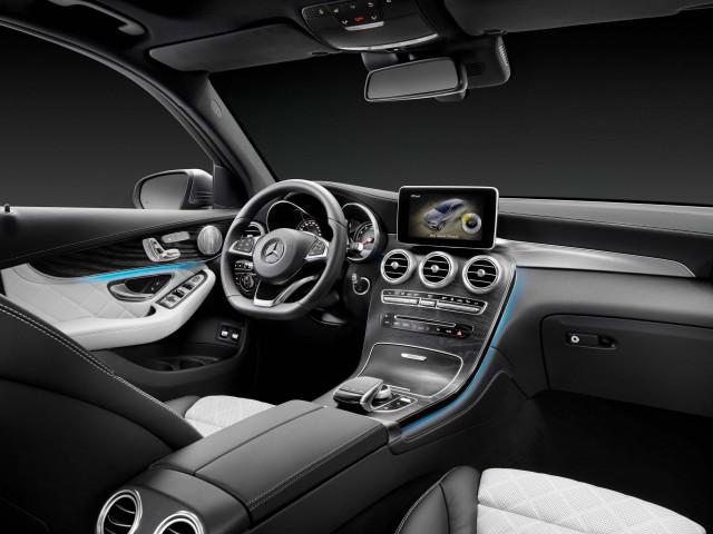 X253 Mercedes-Benz GLC350e 4Matic Edition 1 - interior