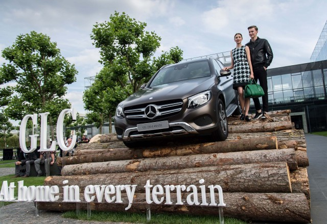 X253 Mercedes-Benz GLC - Home in Every Terrain, on logs with models