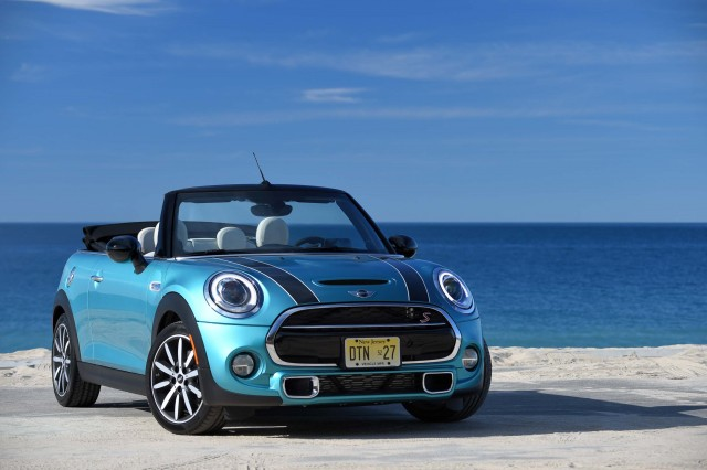 mini cooper s cabriolet f57 2016 photo gallery between the axles. Black Bedroom Furniture Sets. Home Design Ideas