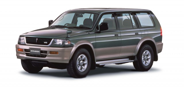 Mitsubishi Pajero Sport (first generation) photo gallery | Between the Axles