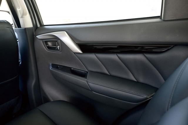 Mitsubishi Pajero Sport (third generation) - door panel