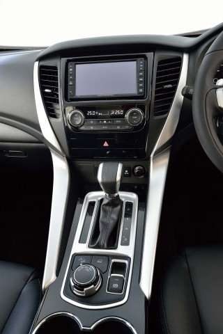 Mitsubishi Pajero Sport (third generation) - center console