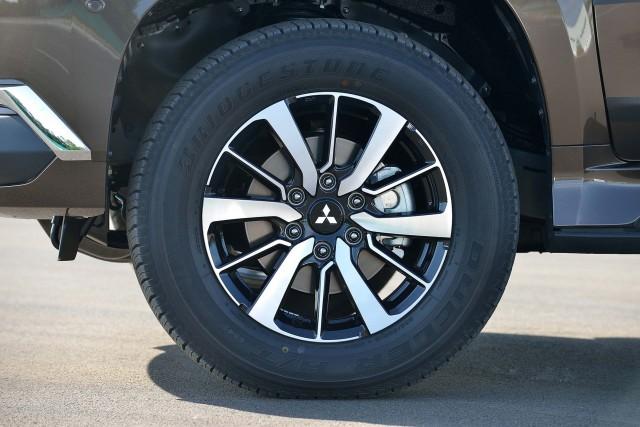 Mitsubishi Pajero Sport alloy wheels