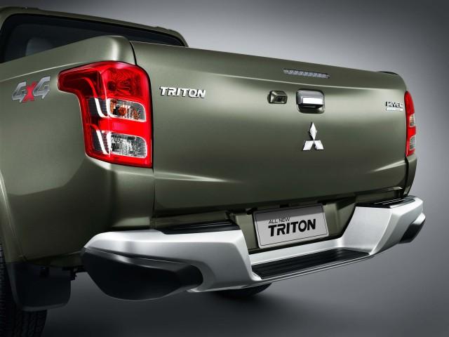2015 Mitsubishi Triton facelift - double cab
