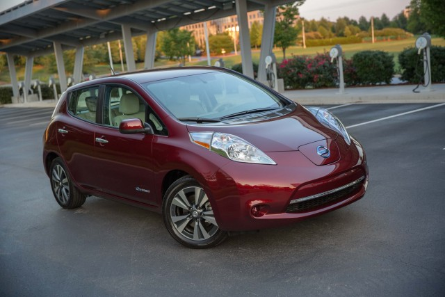 ZE0 Nissan Leaf (MY2016) - front, burgundy