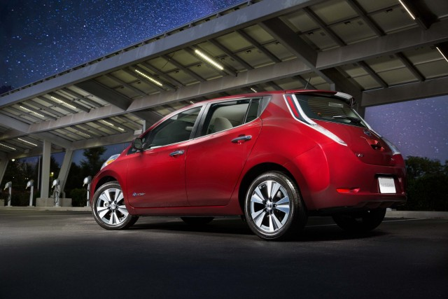 ZE0 Nissan Leaf (MY2016) - rear, red, night sky