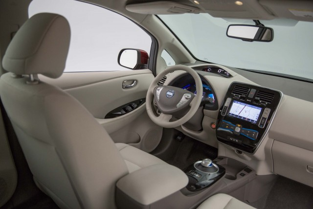 ZE0 Nissan Leaf (MY2016) - interior, light color