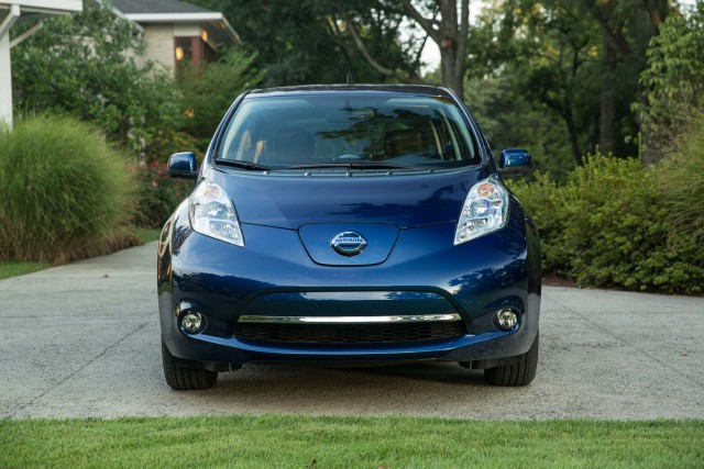 ZE0 Nissan Leaf (MY2016) - blue, nose