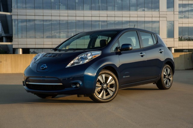 ZE0 Nissan Leaf (MY2016) - blue
