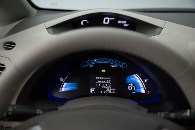 ZE0 Nissan Leaf (MY2016) - instruments