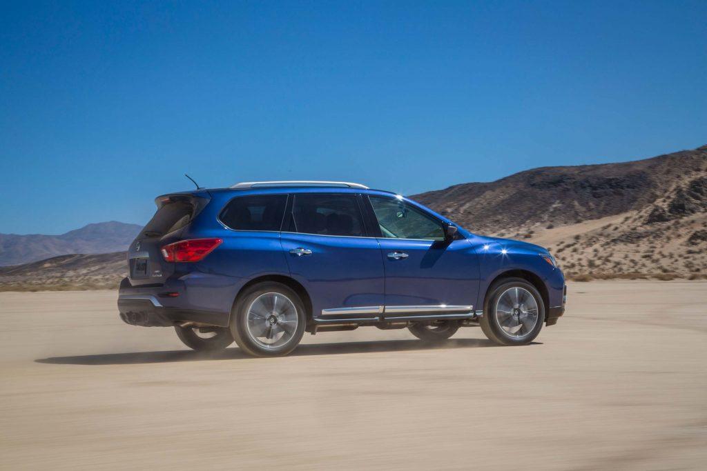 R52 Nissan Pathfinder facelift - side, blue