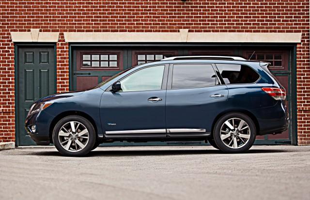 2017 Nissan Pathfinder Vs 2013 2016 Facelift Changes Photo