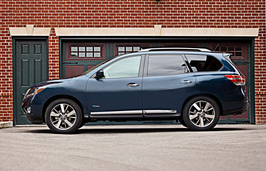 2017 R52 Nissan Pathfinder Hybrid Side