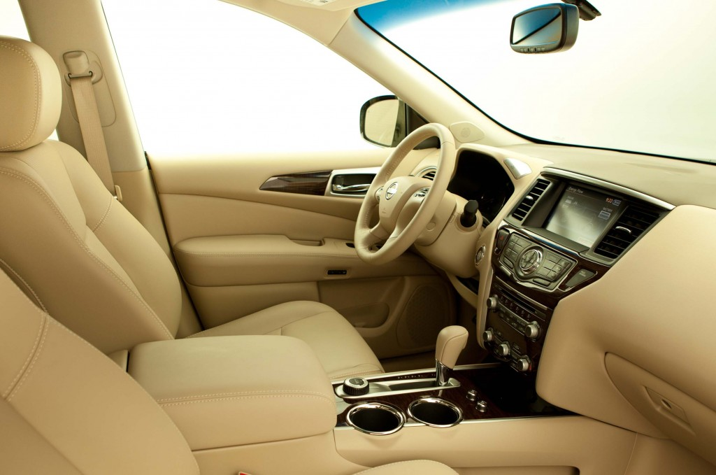 2014 R52 Nissan Pathfinder Hybrid - interior