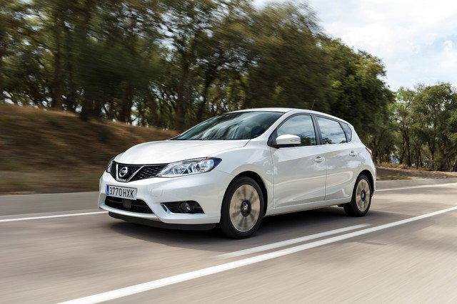 2014 Nissan Pulsar - front, white